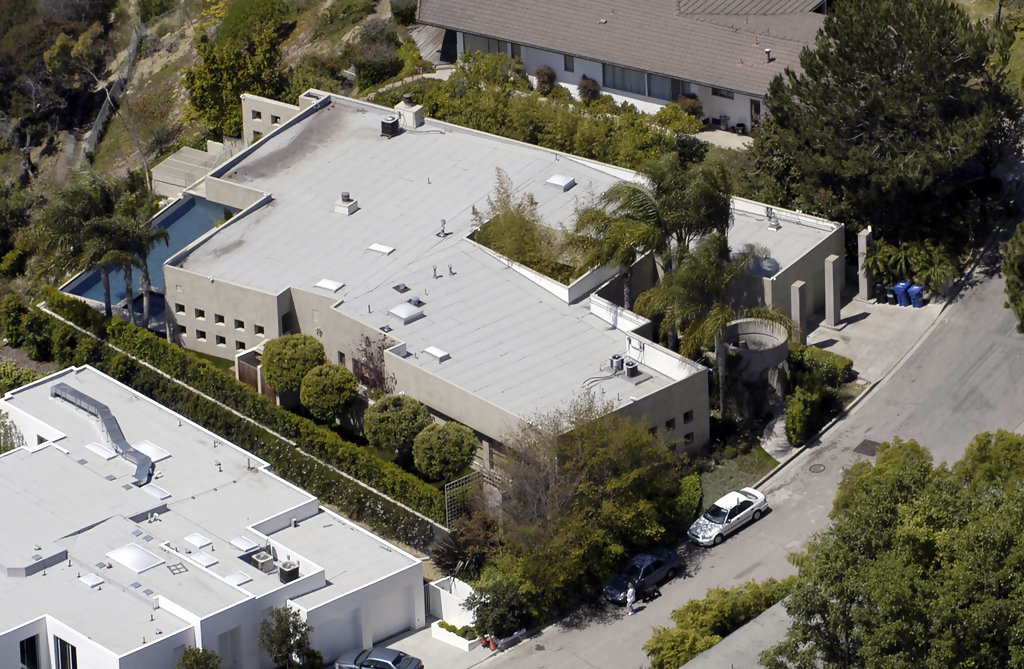 Tobey maguire hollywood hills celebrity homes lonny for Celebrities that live in hollywood hills