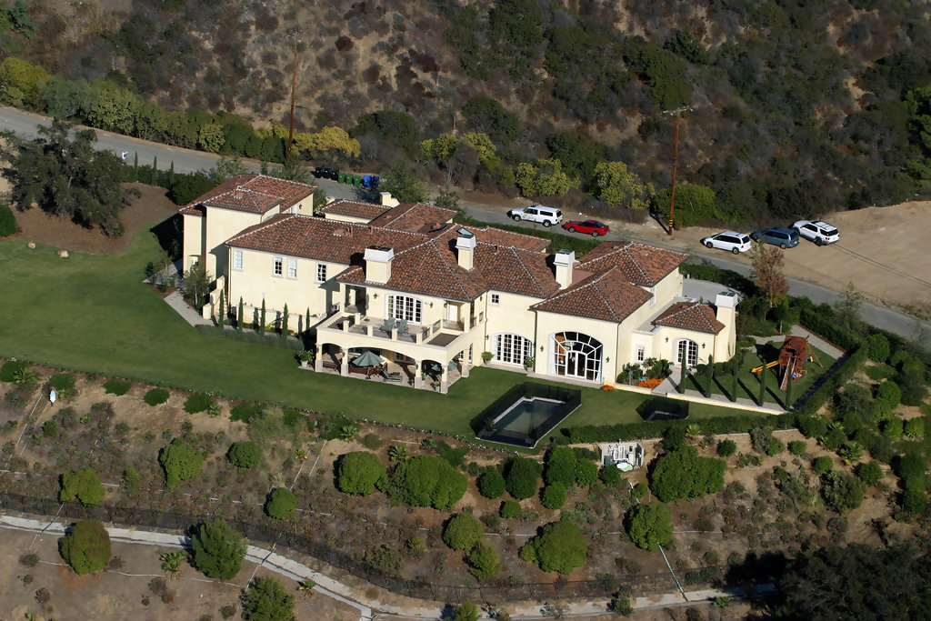 Faith hill and tim mcgraw beverly hills celebrity for Famous homes in beverly hills