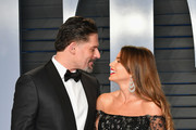 Joe Manganiello (L) and Sofia Vergara attend the 2018 Vanity Fair Oscar Party hosted by Radhika Jones at Wallis Annenberg Center for the Performing Arts on March 4, 2018 in Beverly Hills, California.