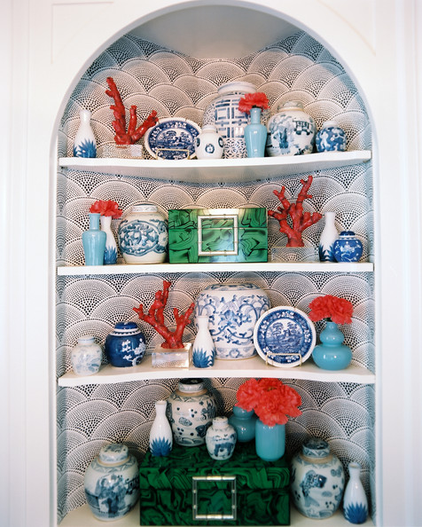 Blue and white porcelain photos design ideas remodel for Decorating with blue and white pottery