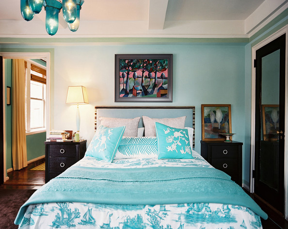 Blue Toile Decorating Ideas: Blue Patterned Bedding Paired With An