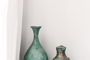 Two vases with patina.