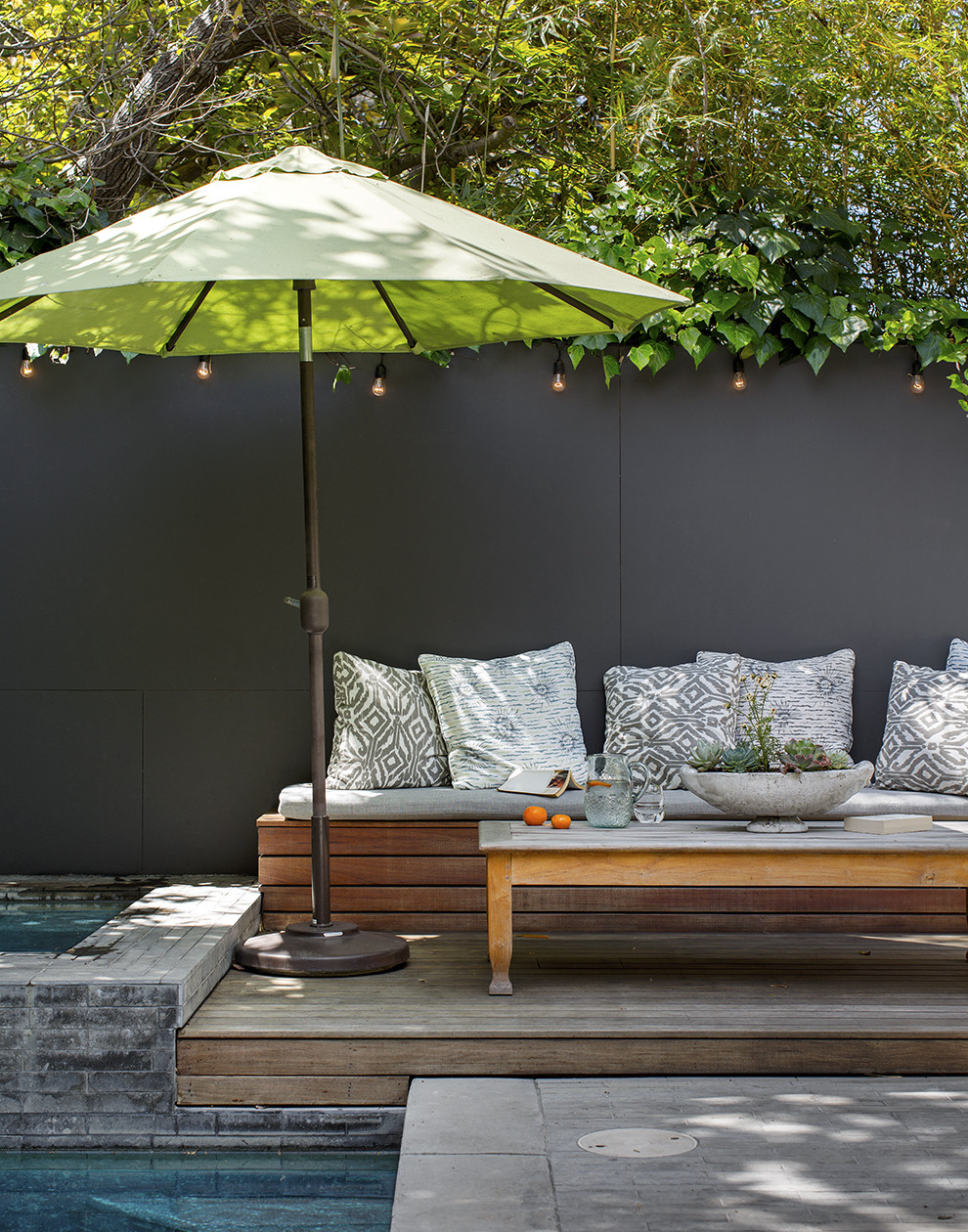 Sun shade outdoor patio design ideas lonny for Small patio shade ideas