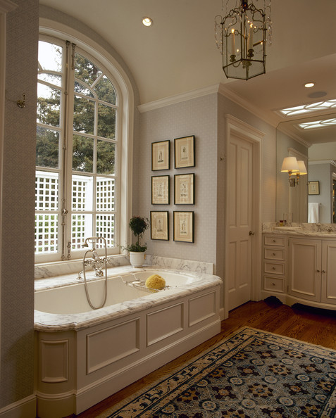 Beige bathroom photos 51 of 187 lonny for Traditional master bathroom design ideas