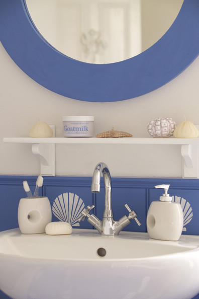 Nautical bathroom photos design ideas remodel and decor lonny - Nautical decor bathroom ...