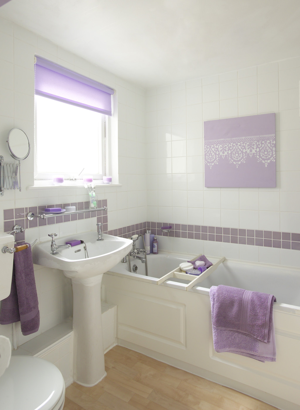 Light purple bathroom decor for Bathroom decor purple