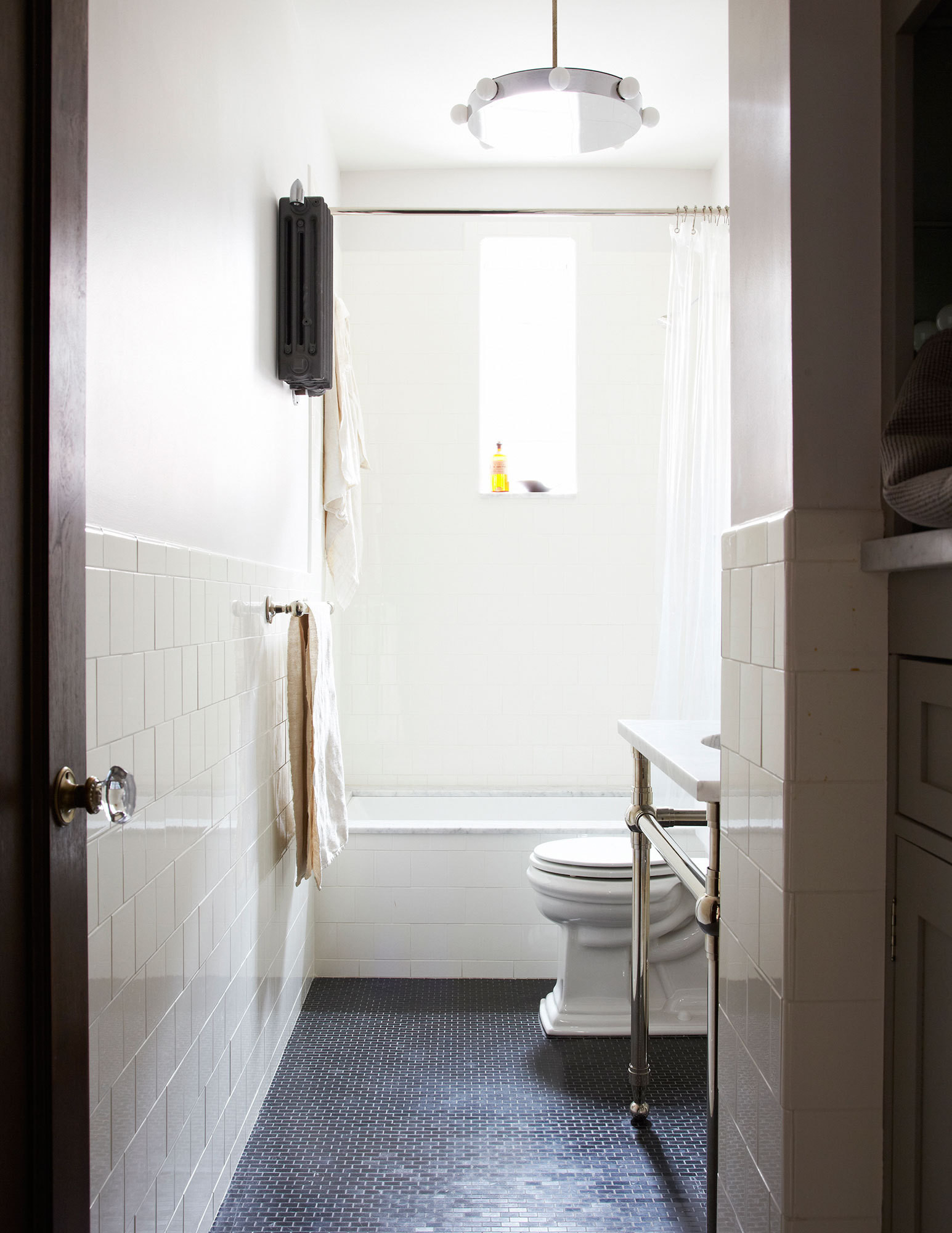 A similarly disciplined palette carries through to the bathroom.