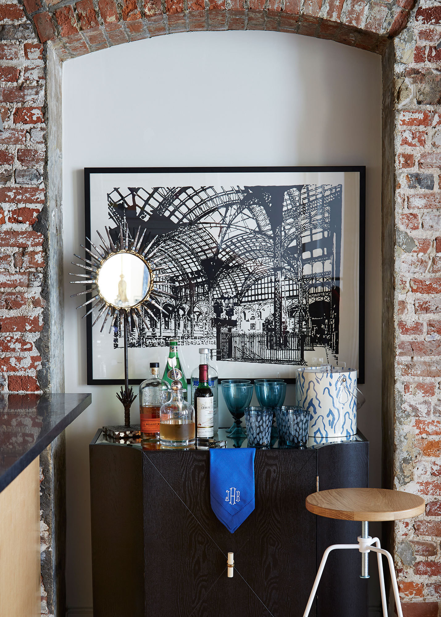 Bar raised home tour j g design in south street seaport for Landelijk interieur voorbeelden