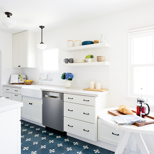 'Transparent' Star Amy Landecker Gets a Vintage-Modern Kitchen Refresh
