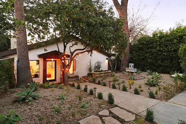 Peek At The Homes Of All Your Favorite CW Stars