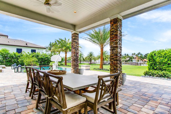 Dustin Johnson's North Palm Beach Outdoor Dining Room