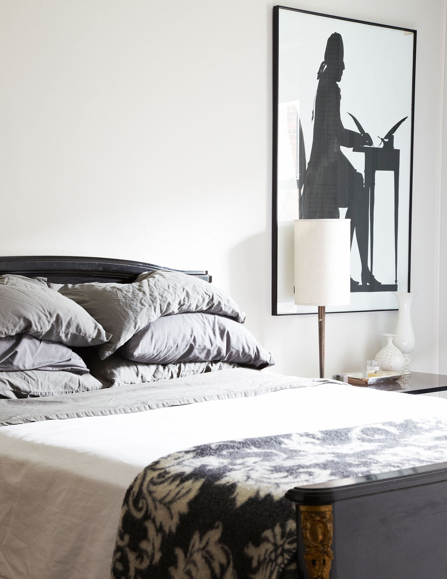 Klein painted the black-and-white silhouette in the bedroom.