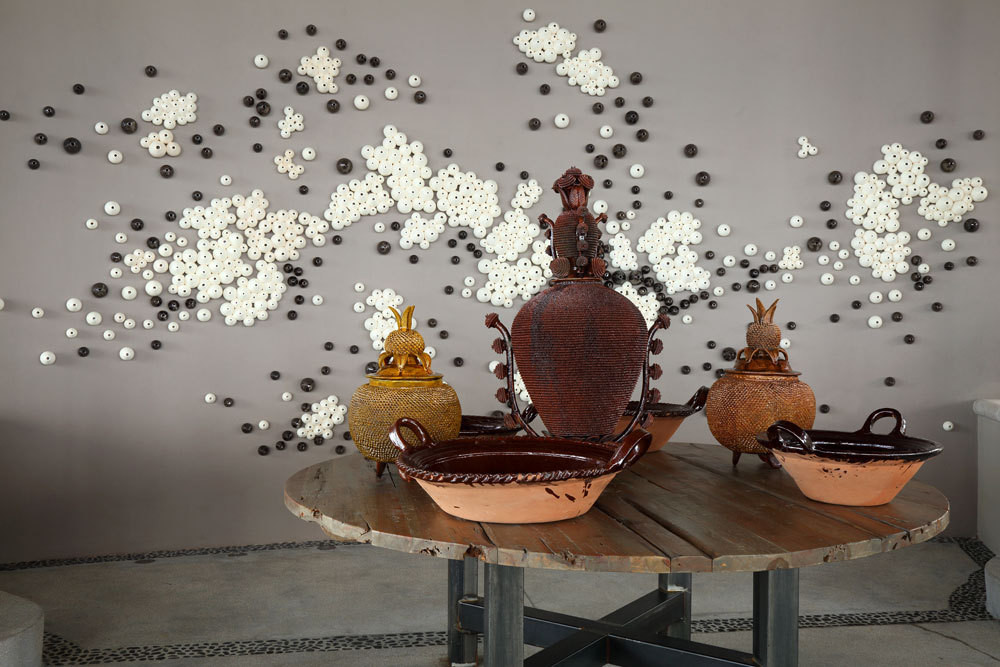 A wall installation in the bar by ceramic artisan Adrian Guerrero brings to mind barnacles on the cliffs.