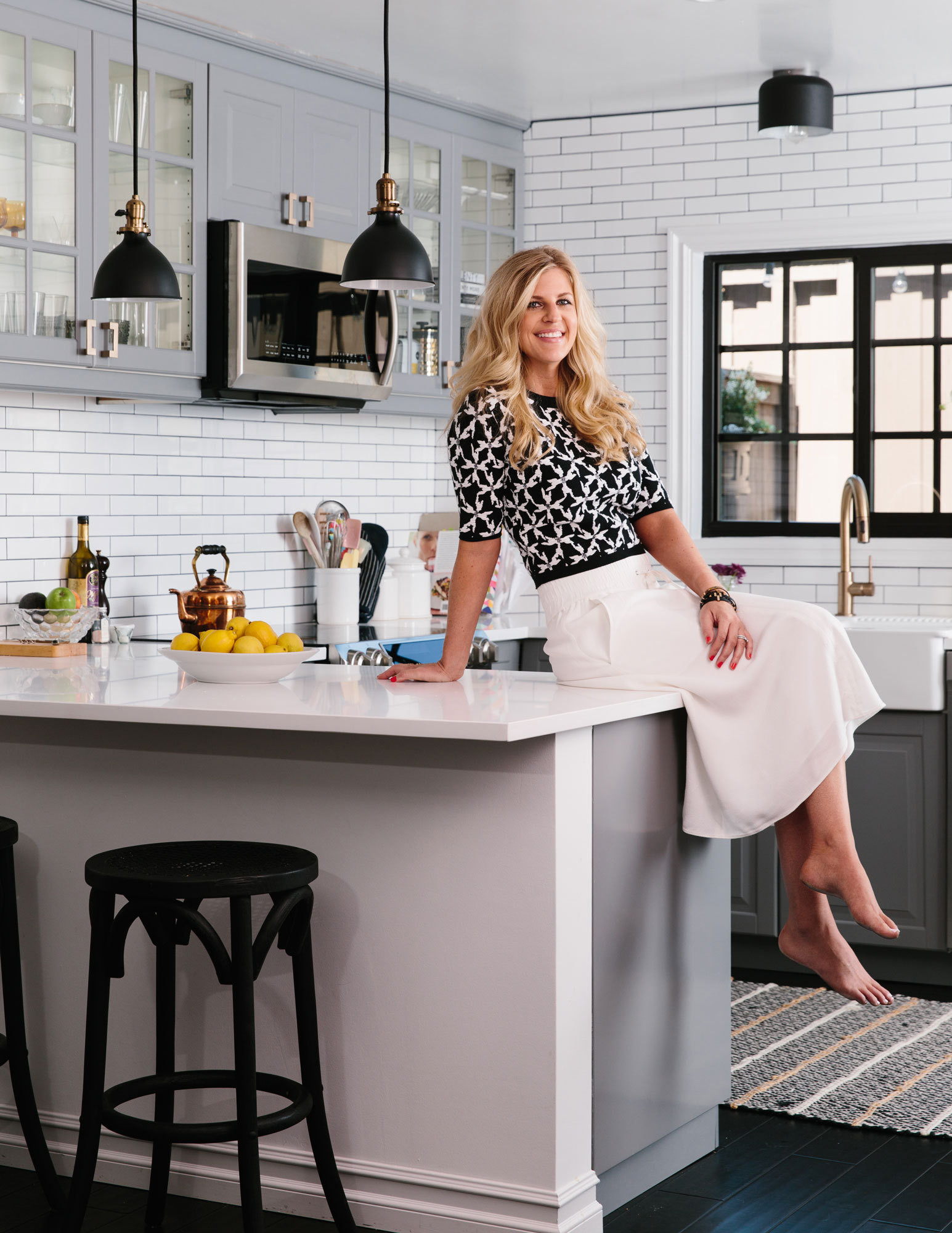 Schoneveld shows off her customized IKEA kitchen, which she upgraded with matte black light fixtures and brass hardware.
