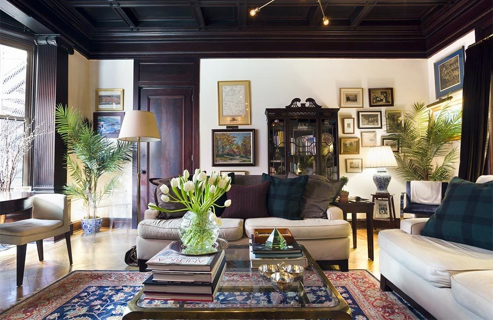 A real estate agent in New York City blended traditional, found pieces with time-tested prewar architecture, to create his nostalgic, yet contemporary, home in New York City.