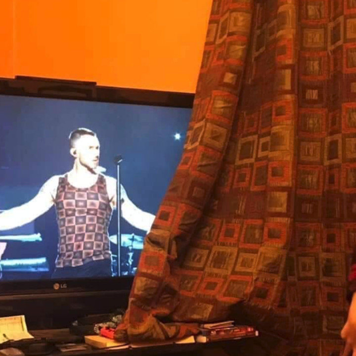 Did Adam Levine Make His Shirt Out Of A Pillow?