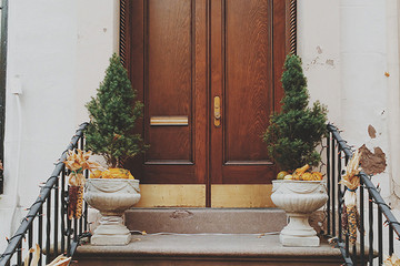 3 Ways to Decorate Your Front Door For the Holidays