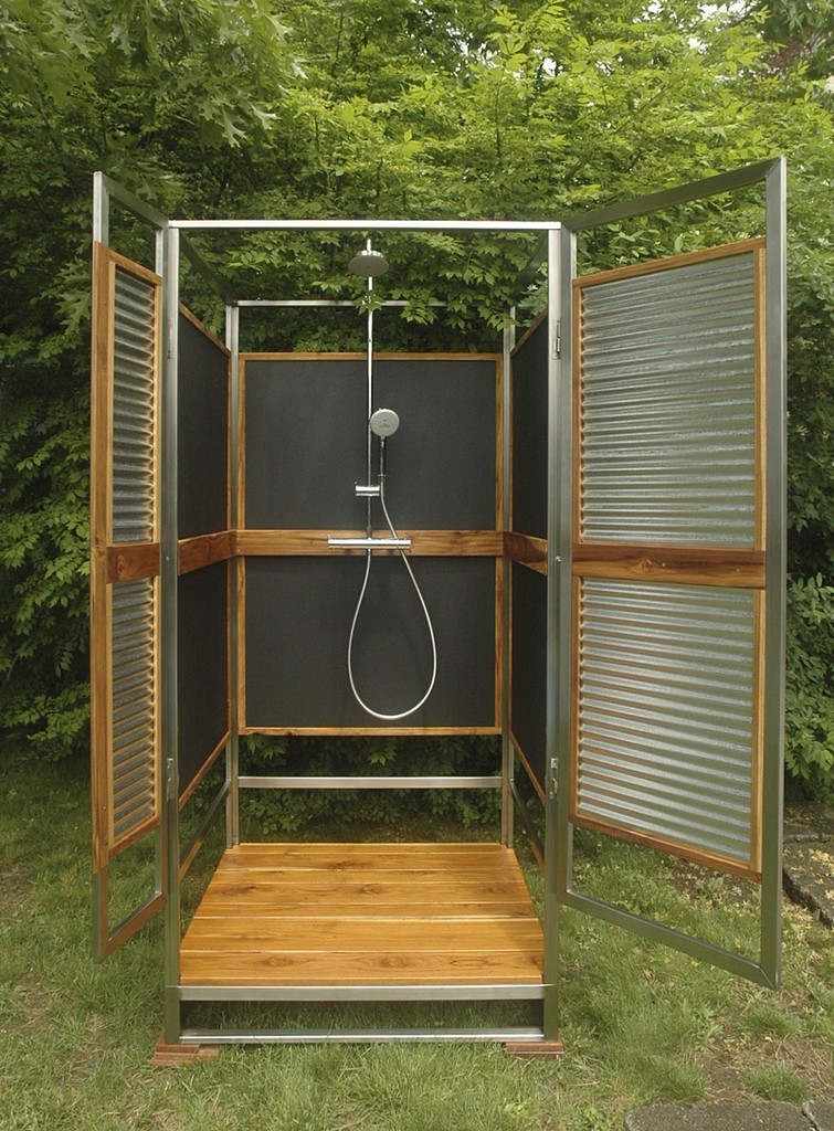 The sleekest and simplest outdoor shower of the season - Outdoor shower enclosure ideas ...