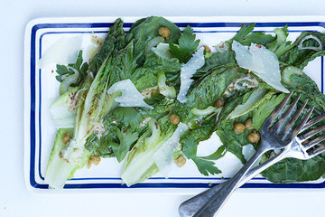 Cool Summer Salad: An Eggless Caesar Dressing Recipe to Help You Beat the Heat