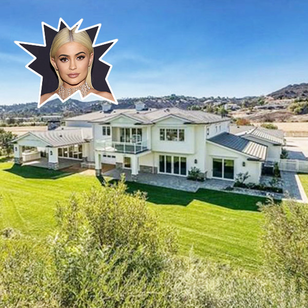 2048x2048 Kylie Jenner In Her House 5k Ipad Air Hd 4k: Kylie Jenner Buys Her Third Hidden Hills Mansion