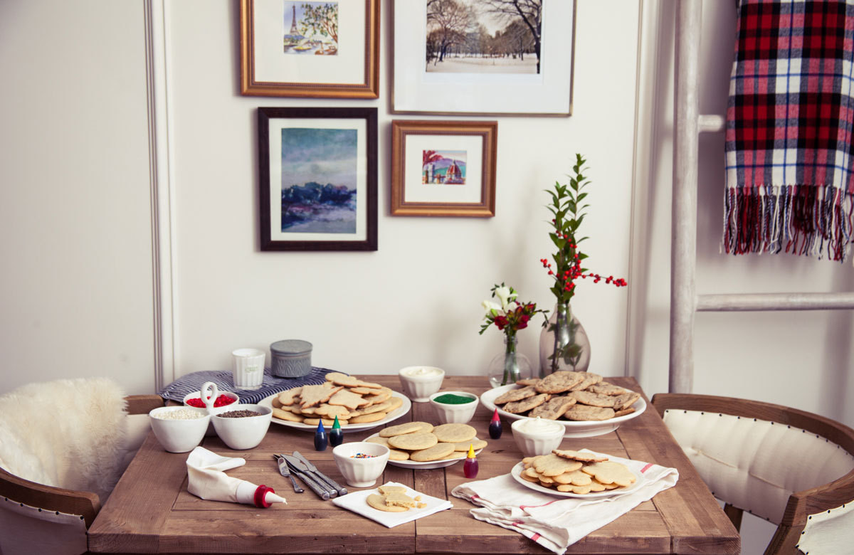 Making spirits bright: invite friends over for a holiday shindigthat's chicer than your average bake-and-swap party.