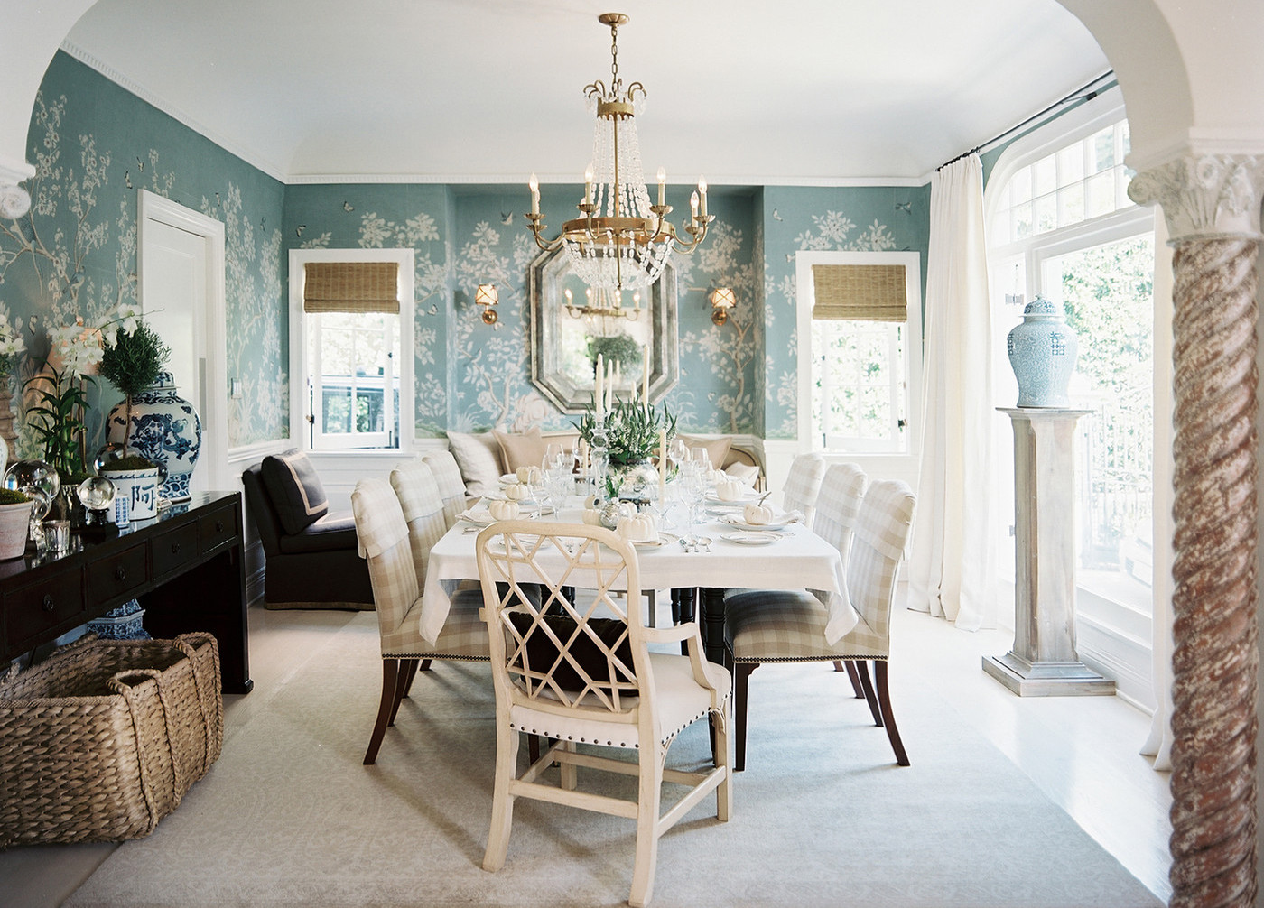 A serene dinner party at the Southern California home of Mark D. Sikes and Michael Griffin.