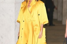 Look of the Day: Victoria Beckham's Sunny Style