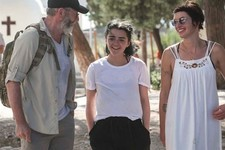 'Game of Thrones' Cast Visits Syrian Refugee Camp, Urges Politicians to Help